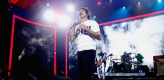 Red Hot Chili Peppers se apresenta em festa do fundador do Napster