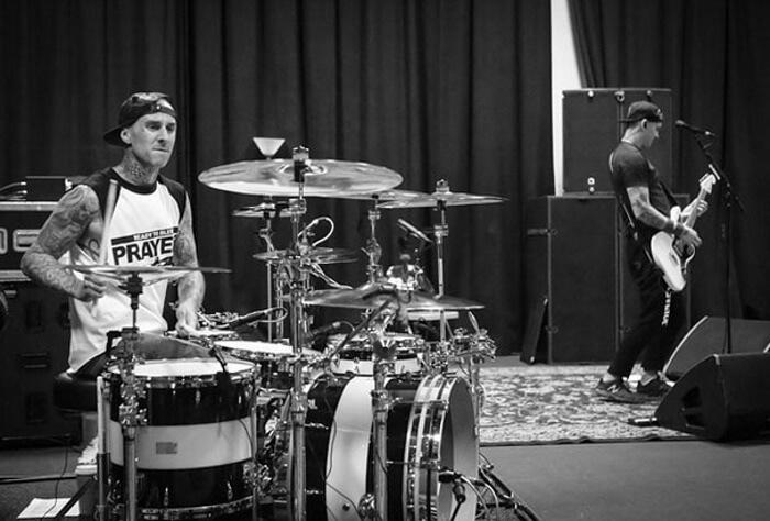 Blink-182 com Travis Barker e Matt Skiba