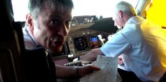 Bruce Dickinson pilota avião do Iron Maiden