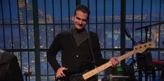 Carlos D (ex-Interpol) toca baixo pela primeira vez em 10 anos