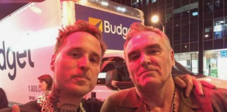 Morrissey vai a show do Rancid e tira selfies com vocalista do H2O