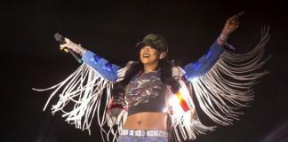 "Rihanna canta ""We Found Love"" com Calvin Harris no Coachella 2016"