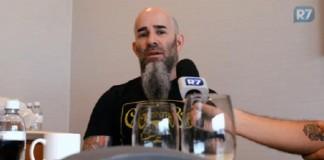 Scott Ian dá entrevista para o R7