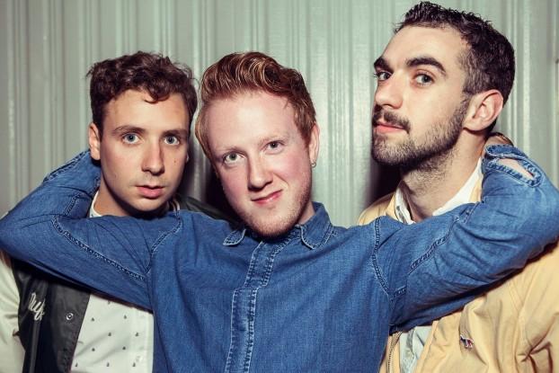 Two Door Cinema Club lançará um disco novo
