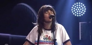 Courtney Barnett no Saturday Night Live