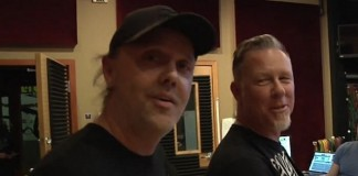Lars Ulrich e James Hetfield nos bastidores do Metallica