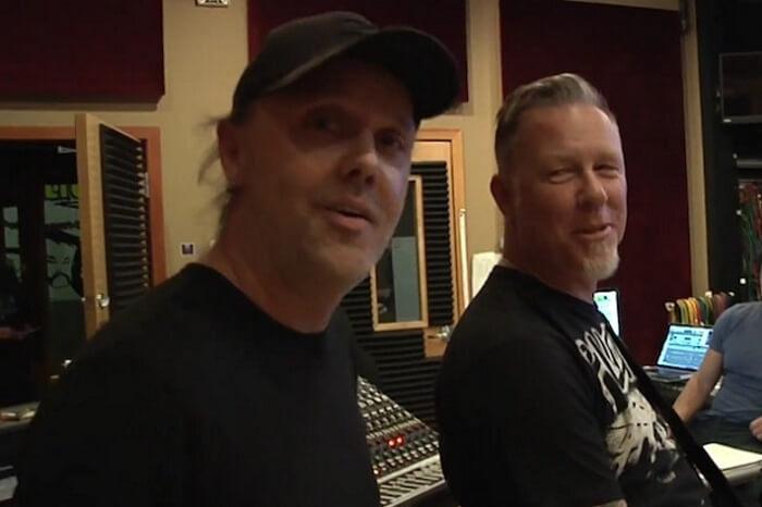 Lars Ulrich e James Hetfield nos bastidores do Metallica