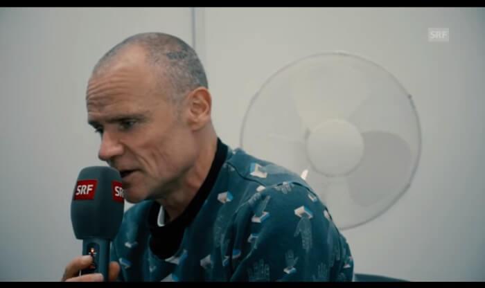 Flea fala sobre dor e Kurt Cobain em entrevista