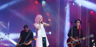 "o garbage apresentou seu novo single, ""empty"" e a clássica ""push it"" no jimmy kimmel live"