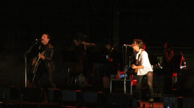 The Last Shadow Puppets toca 505 ao vivo pela primeira vez