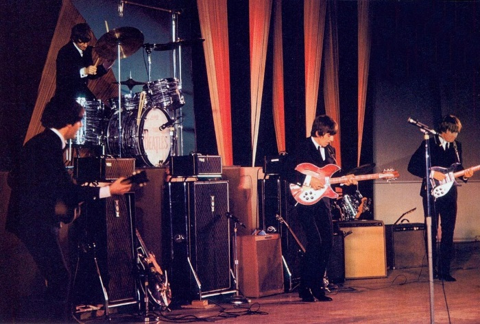 Resultado de imagem para the beatles at the hollywood bowl