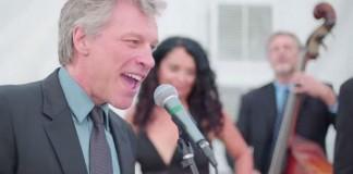 """Bon Jovi canta """"Living on a Prayer"""" em casamento"""