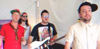 Mumford & Sons como Blink-182