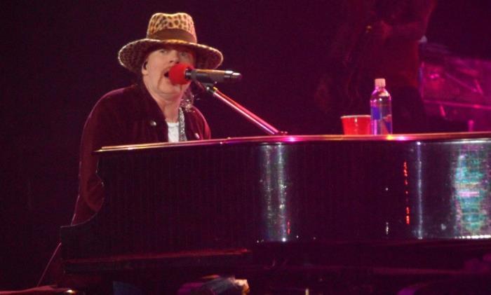 Axl Rose ao piano