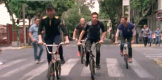Coldplay anda de bicicleta pelo México