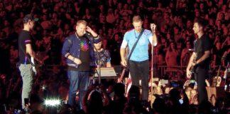 Coldplay e James Corden cantam Prince