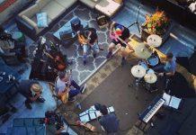 Pearl Jam toca no telhado em bar de Chicago