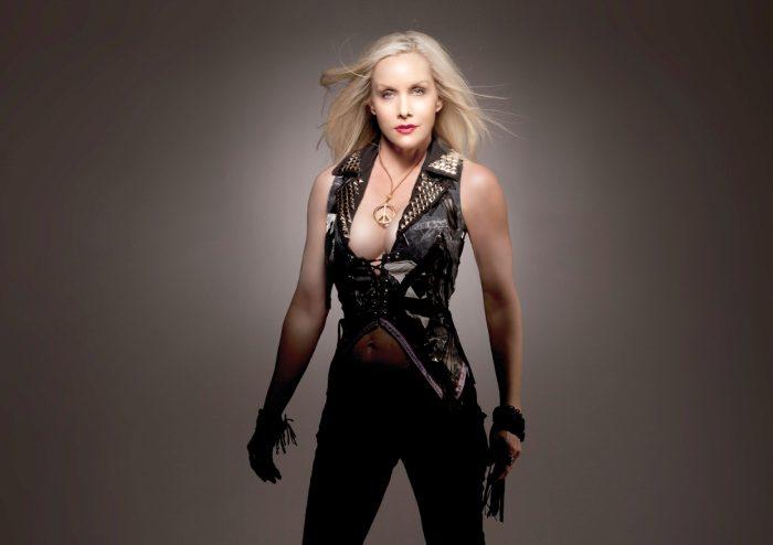 Ex-Runaways Cherie Curry lança disco com Slash, Billy Corgan e Juliette Lewis