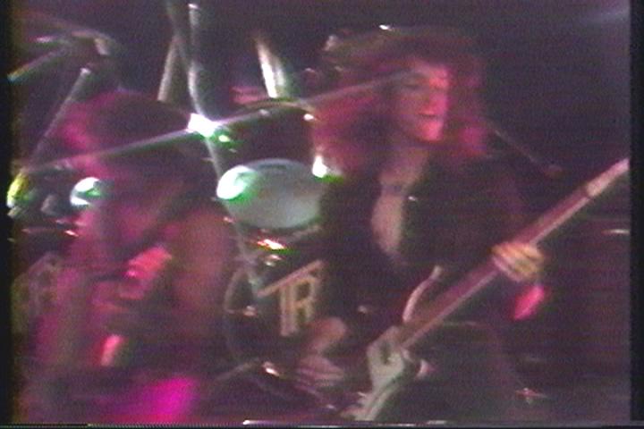 Cliff Burton toca com o Trauma