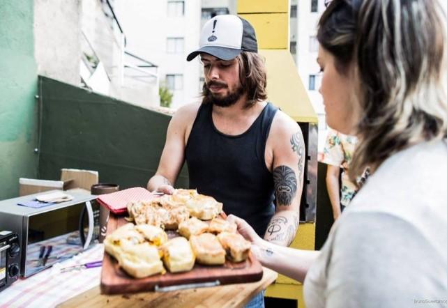 Gui Almeida toca com a Pitty mas também vende tortas (créditos: Reprodução/Blog Francamente)
