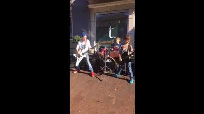 Crianças tocam medley com músicas do Metallica