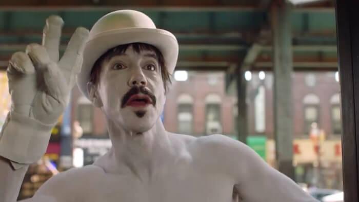 Red Hot Chili Peppers no clipe de Go Robot