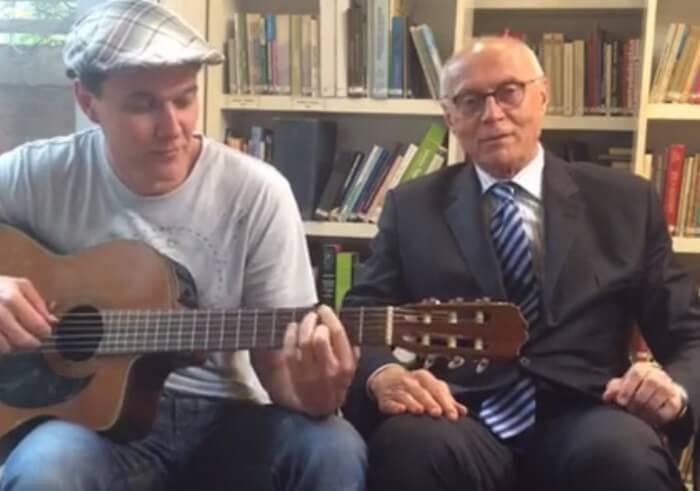Eduardo Suplicy canta Bob Dylan com João Suplicy
