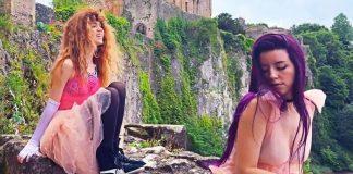 Grimes lança sete clipes em parceria com a cantora HANA