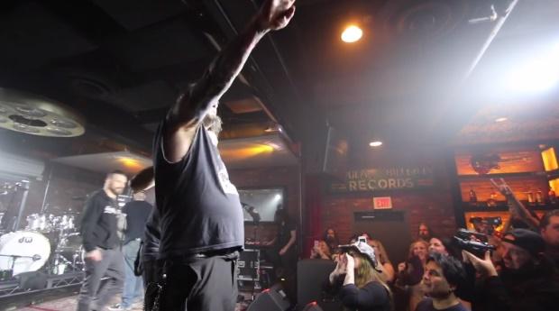 Phil Anselmo e gesto nazista em show