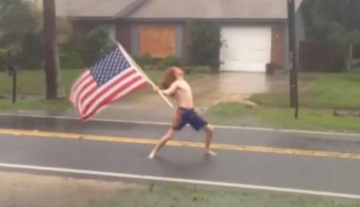 Homem enfrenta furacão Matthew ao som de Slayer