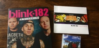 Kit do Blink-182 com CD, livro e fita K7