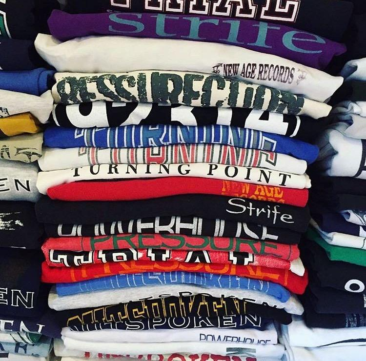 Coleção de camisetas de hardcore