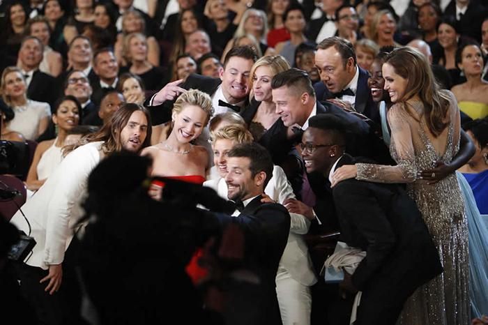 Ellen DeGeneres apresentou o Oscar 2014 e fez uma das fotos mais comentadas dos últimos anos