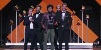 Scalene e Ian Ramil no Grammy Latino