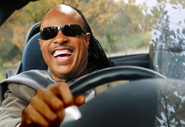 Stevie Wonder dirigindo