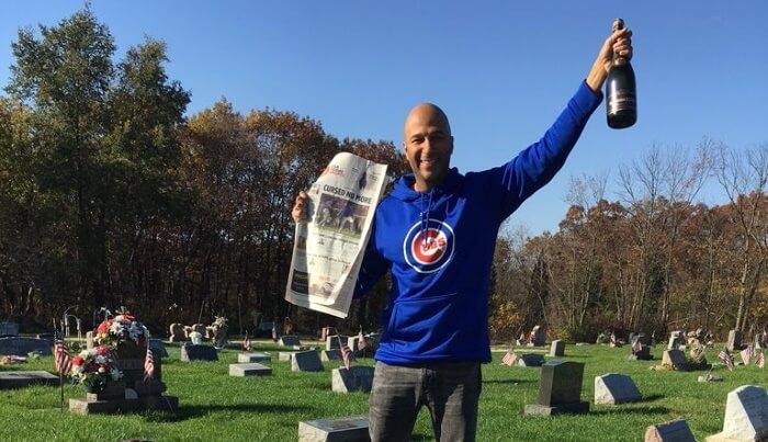 Tom Morello comemora vitória do Chicago Cubs
