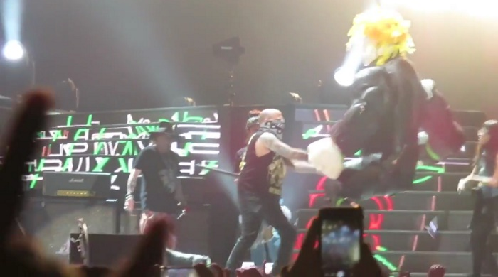 Guns N Roses destroem Donald Trump