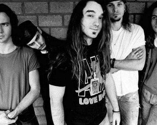 Pearl Jam com Dave Abbruzzese (ao centro)