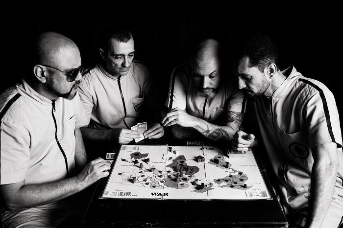Retrofoguetes lança disco; ouça Enigmascope