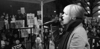 Lily Allen homenageia a Marcha das Mulheres com cover de Rufus Wainwright