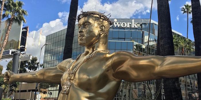 Estátua de Kanye West como Jesus Cristo