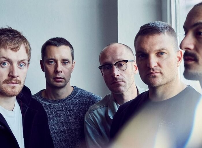 "Cold War Kids anuncia novo disco e libera single ""Love Is Mystical"""