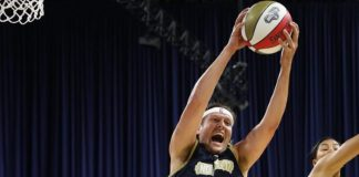 Win Butler, do Arcade Fire, em partida especial da NBA