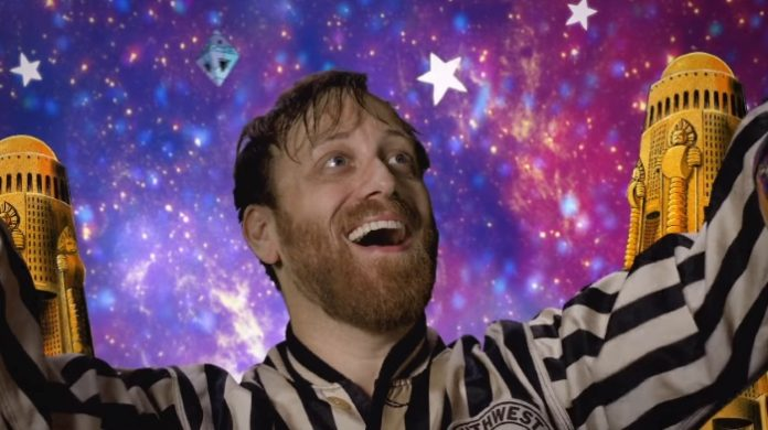 Dan Auerbach no clipe de Shine On Me