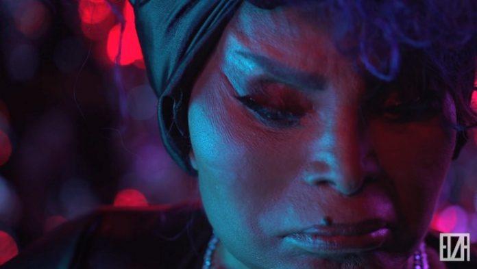Elza Soares no clipe de A Mulher do Fim do Mundo