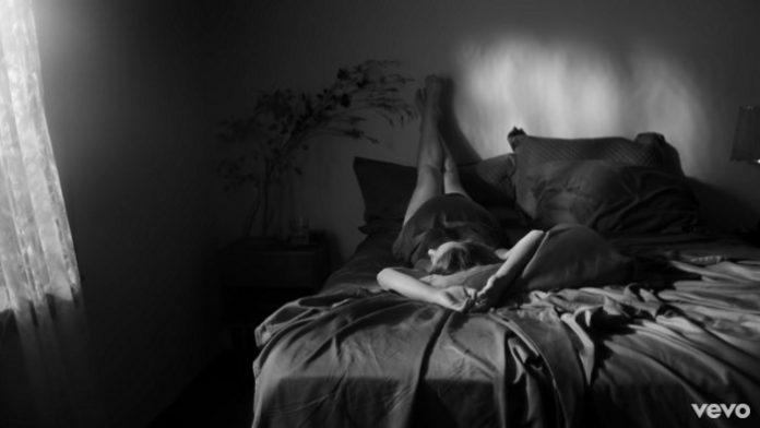 Clipe de James Blake com Natalie Portman
