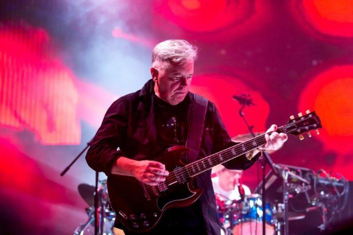 New Order em Barcelona 2016 (foto via Shutterstock)
