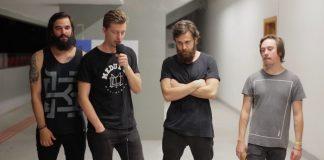 Vídeo: Bandas do Festival TMDQA fazem uma playlist com as melhores músicas do evento (Scalene)