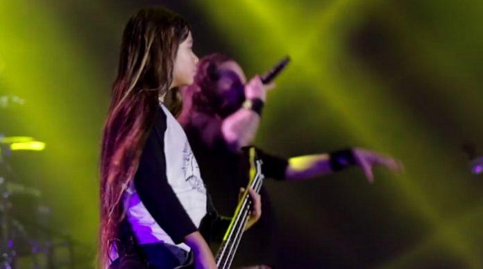 Tye Trujillo toca com o KoRn na Colômbia