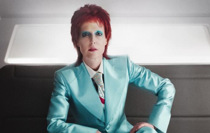 Gillian Anderson como David Bowie em American Gods